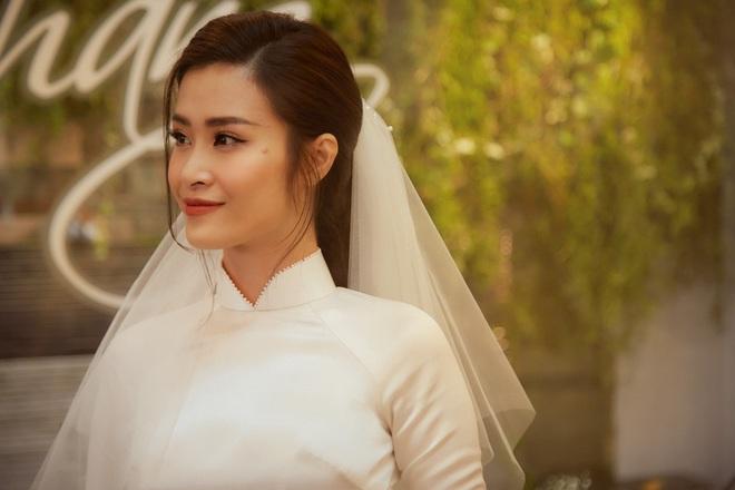 Nhìn hình Đông Nhi rút ra chân lý: Cô dâu cứ trang điểm nhẹ nhàng, tóc tai đơn giản là đã đẹp lụi tim - ảnh 6