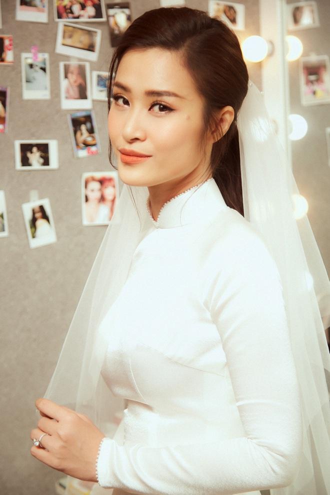 Nhìn hình Đông Nhi rút ra chân lý: Cô dâu cứ trang điểm nhẹ nhàng, tóc tai đơn giản là đã đẹp lụi tim - ảnh 4