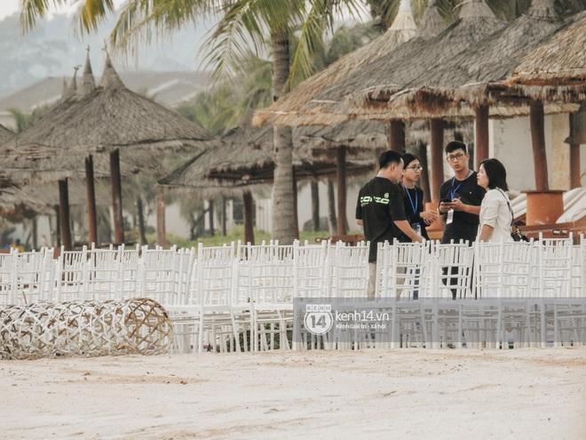 Clip độc quyền từ Phú Quốc: Đông Nhi cười tươi hết cỡ, bất chấp mệt mỏi cùng ê-kíp gấp rút chuẩn bị lễ cưới tới tối muộn - ảnh 5