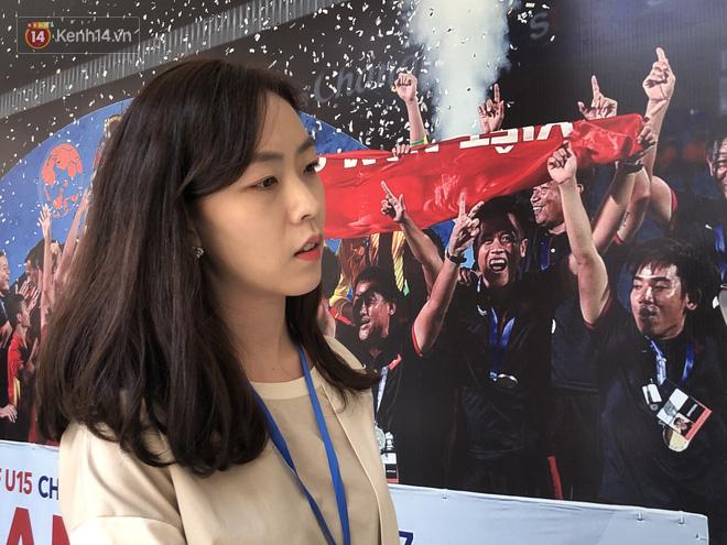 Nữ phóng viên xinh đẹp xứ kim chi: Người dân Hàn Quốc rất quan tâm đến mức lương của HLV Park Hang-seo tại Việt Nam - ảnh 1