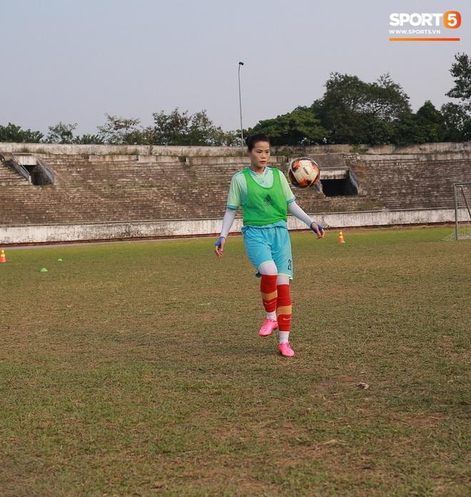 HLV trưởng đội nữ Thái Nguyên: Nhiều cầu thủ bỏ bóng đá đi làm công nhân vì quá khó khăn - ảnh 2