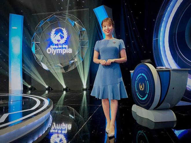 Đường lên đỉnh Olympia hé lộ sân khấu mới toanh, nhưng nhan sắc của MC Diệp Chi ở tuổi 32 đã làm lu mờ tất cả - ảnh 6