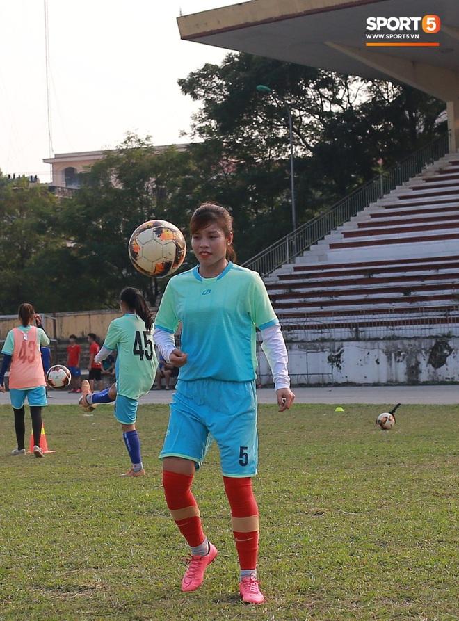 HLV trưởng đội nữ Thái Nguyên: Nhiều cầu thủ bỏ bóng đá đi làm công nhân vì quá khó khăn - ảnh 4