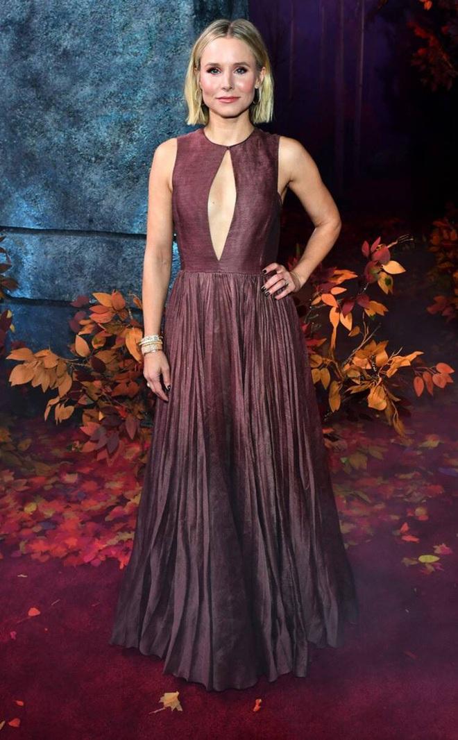 Thảm đỏ Frozen 2: Selena Gomez gây bão vì đẹp xuất thần, hôn em gái cùng cha khác mẹ thắm thiết - ảnh 11