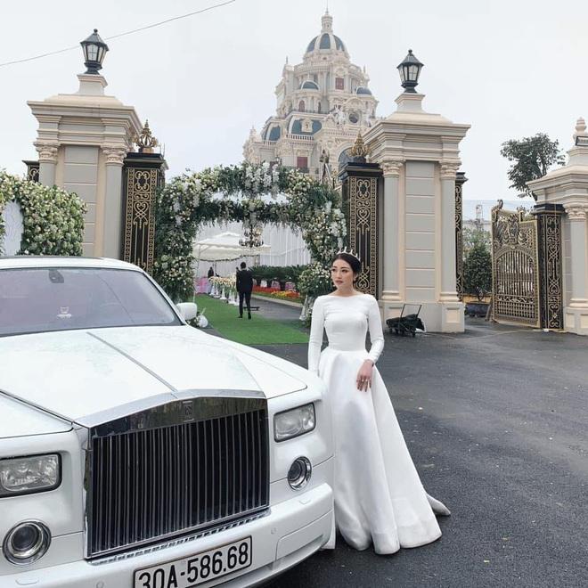 Cô dâu 200 cây vàng ở Nam Định rạng ngời, tự tin diện áo khoét cổ sâu siêu gợi cảm bất chấp bầu bí - ảnh 1