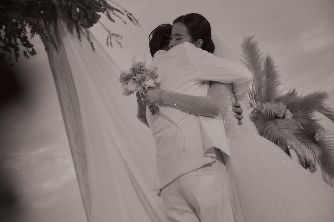 Đông Nhi ra mà xem trọn vẹn khoảnh khắc căng đét trong đám cưới của Mai Hồng Ngọc và Ông Cao Thắng này! - ảnh 1