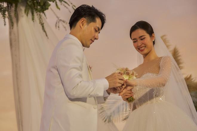 Đông Nhi ra mà xem trọn vẹn khoảnh khắc căng đét trong đám cưới của Mai Hồng Ngọc và Ông Cao Thắng này! - ảnh 10