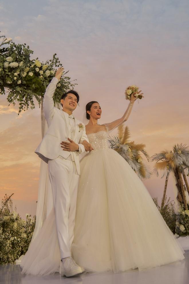 Đông Nhi ra mà xem trọn vẹn khoảnh khắc căng đét trong đám cưới của Mai Hồng Ngọc và Ông Cao Thắng này! - ảnh 7