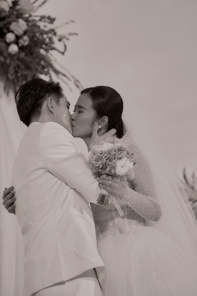 Đông Nhi ra mà xem trọn vẹn khoảnh khắc căng đét trong đám cưới của Mai Hồng Ngọc và Ông Cao Thắng này! - ảnh 5