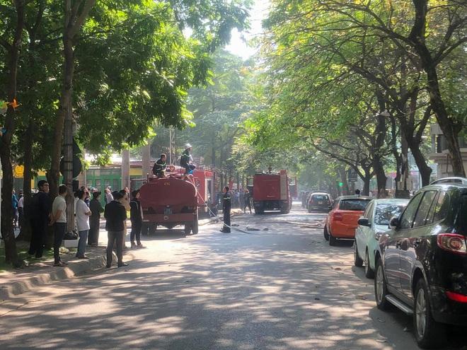 Đang cháy lớn tại chung cư trong làng quốc tế Thăng Long - ảnh 4