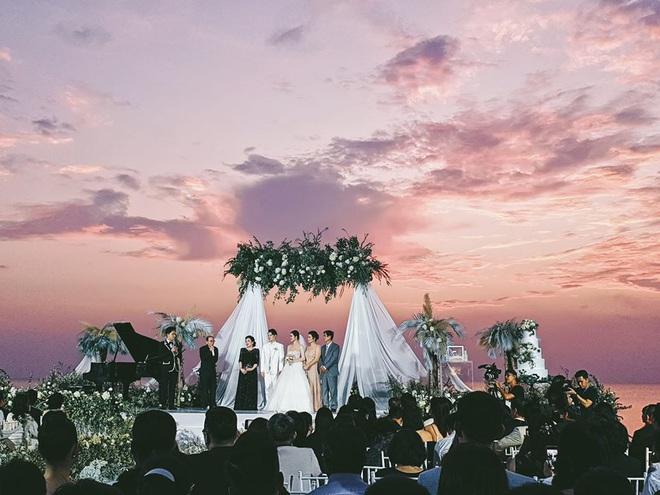 Khoảnh khắc ý nghĩa nhất sau 10 năm: Đông Nhi - Ông Cao Thắng cười tít mắt khoe nhẫn cưới, chính thức kết duyên vợ chồng - ảnh 3