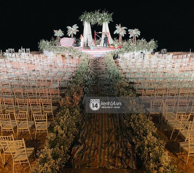 Đột nhập địa điểm diễn ra lễ cưới của Đông Nhi - Ông Cao Thắng: Hoa phủ kín, ánh sáng lên tạo không gian cổ tích giữa biển - ảnh 2