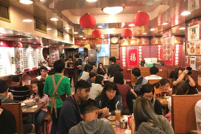 Có thể bạn chưa biết: Ngồi ăn với người xa lạ hay văn hóa ghép bàn là chuyện rất đỗi bình thường ở Hồng Kông - Ảnh 2.