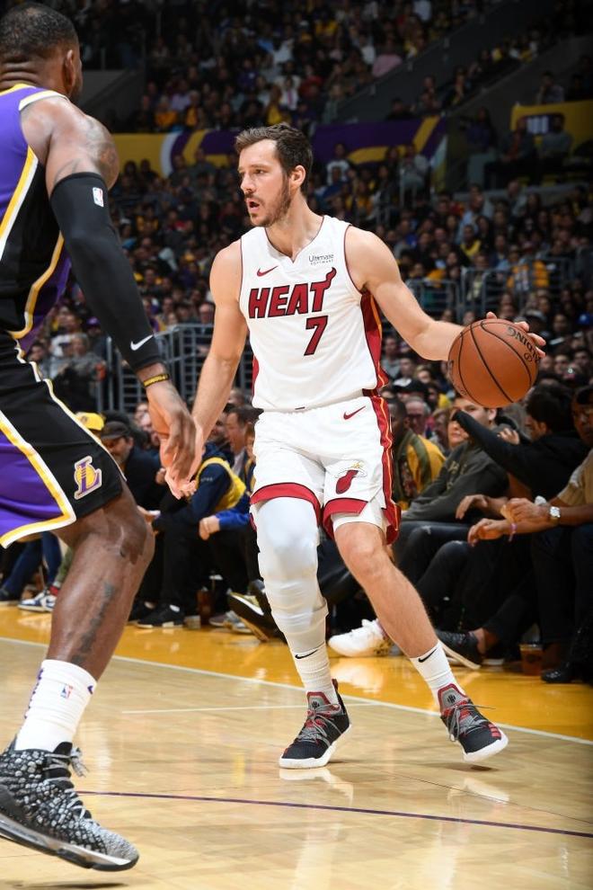 NBA 19-20: Bùng nổ từ hiệp 3 trước Miami Heat, Los Angeles Lakers đón trận thắng thứ 7 liên tiếp - ảnh 2