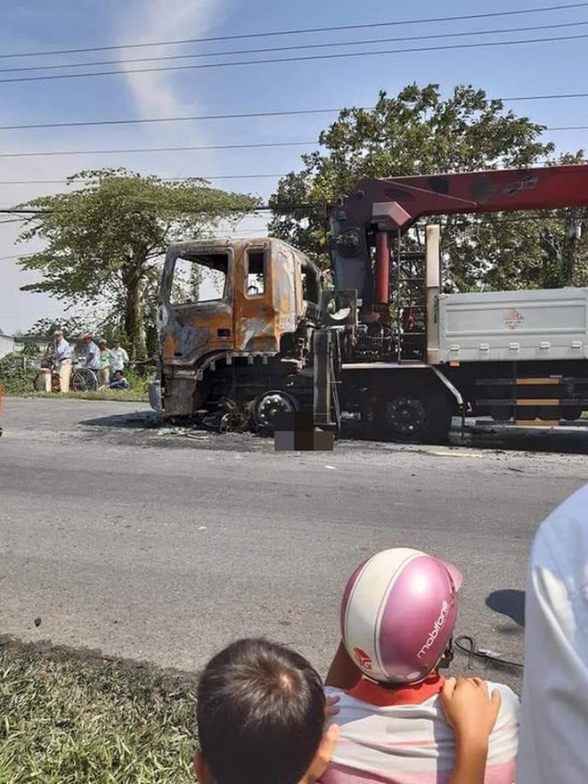 Người đàn ông chết cháy thương tâm sau va chạm kinh hoàng với xe tải - ảnh 2
