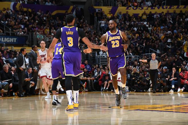 NBA 19-20: Bùng nổ từ hiệp 3 trước Miami Heat, Los Angeles Lakers đón trận thắng thứ 7 liên tiếp - ảnh 4