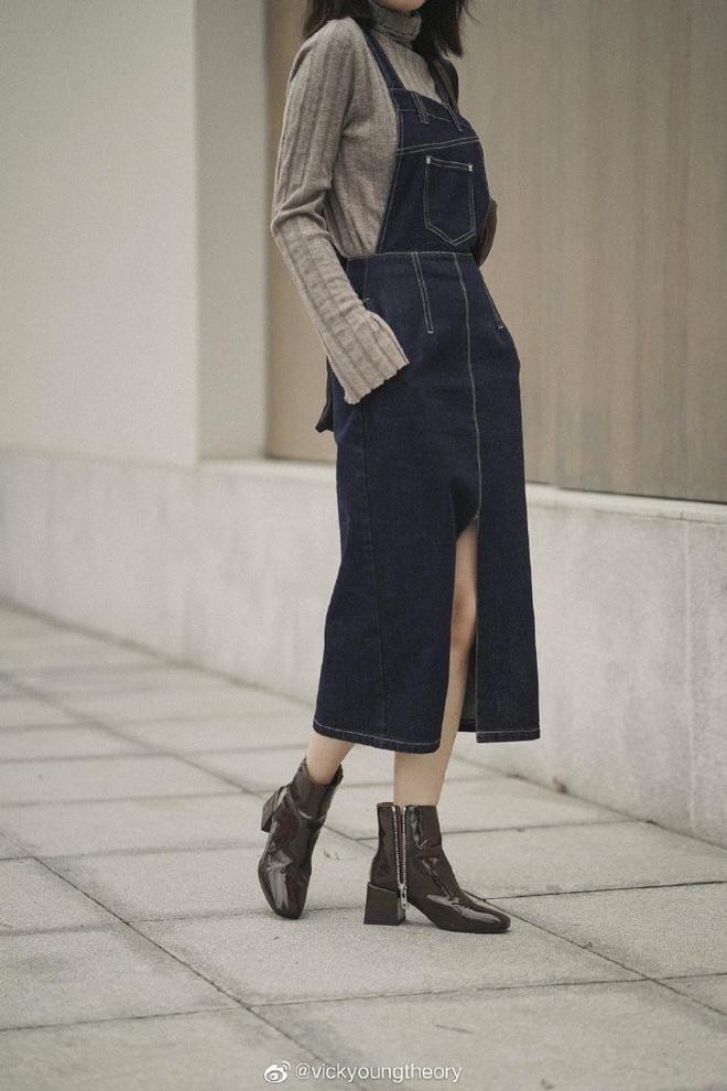 Cẩm nang mix&match cho 3 kiểu áo len trơn màu: Đơn giản thế nào cũng có cách diện thật nổi bật - ảnh 7