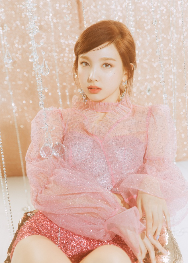 10 nữ idol Kpop hot nhất trong mắt quân nhân: TWICE quá bá đạo, bất ngờ thứ hạng của BLACKPINK so với Red Velvet - Ảnh 8.