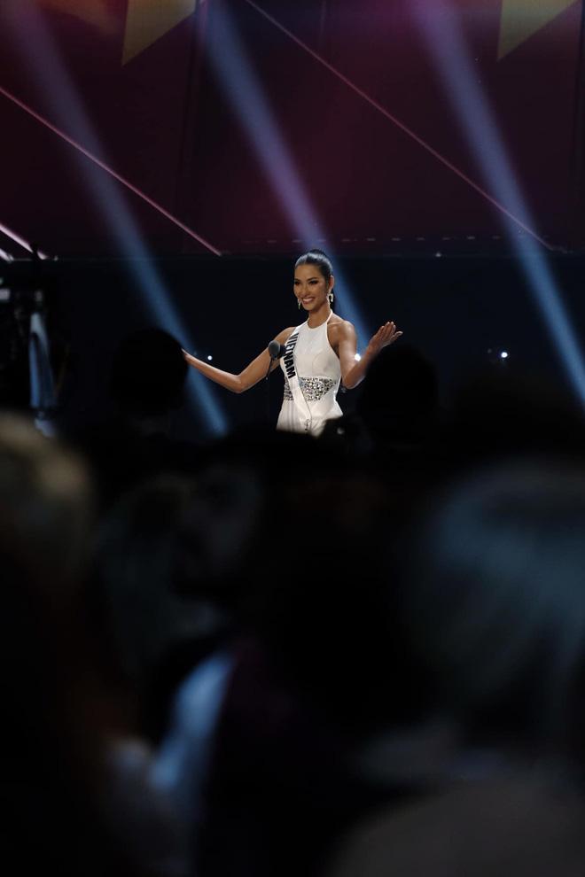 Hoàng Thùy kể về hành trình lọt Top 20 tại Miss Universe: Cả ngày đầy năng lượng nhưng về đến phòng thì gục ngã - Ảnh 6.