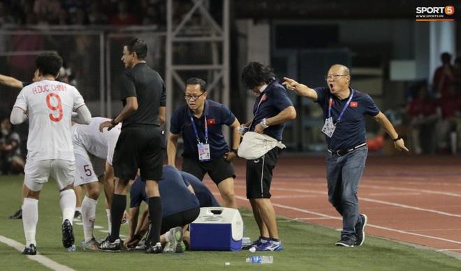 Cầu thủ U22 Việt Nam bật khóc, ôm chặt để tri ân những người thầm lặng, chẳng ai để ý tới - ảnh 4