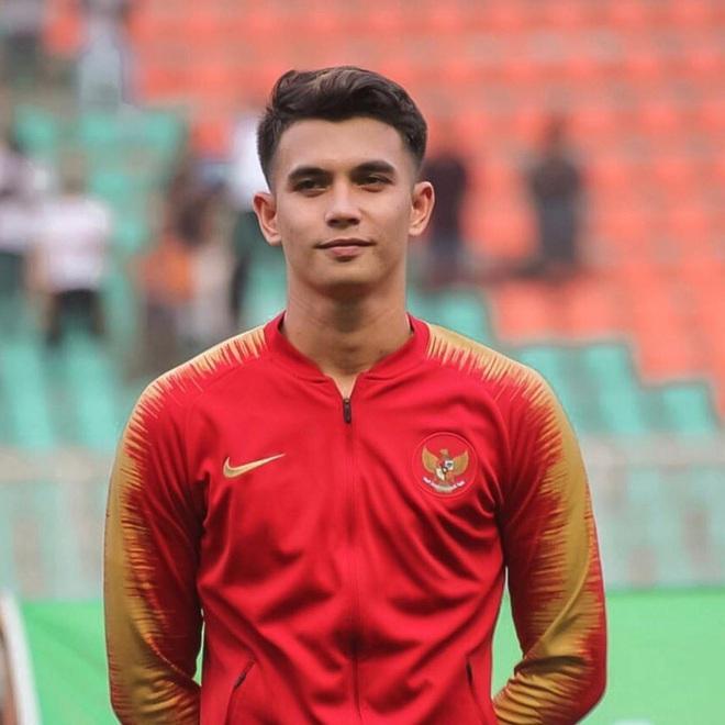Thủ môn Indonesia phải 3 lần vào lưới nhặt bóng của U22 Việt Nam: Cao 1m85, đẹp trai hết nấc nhưng có người yêu rồi nha mấy chị - ảnh 1