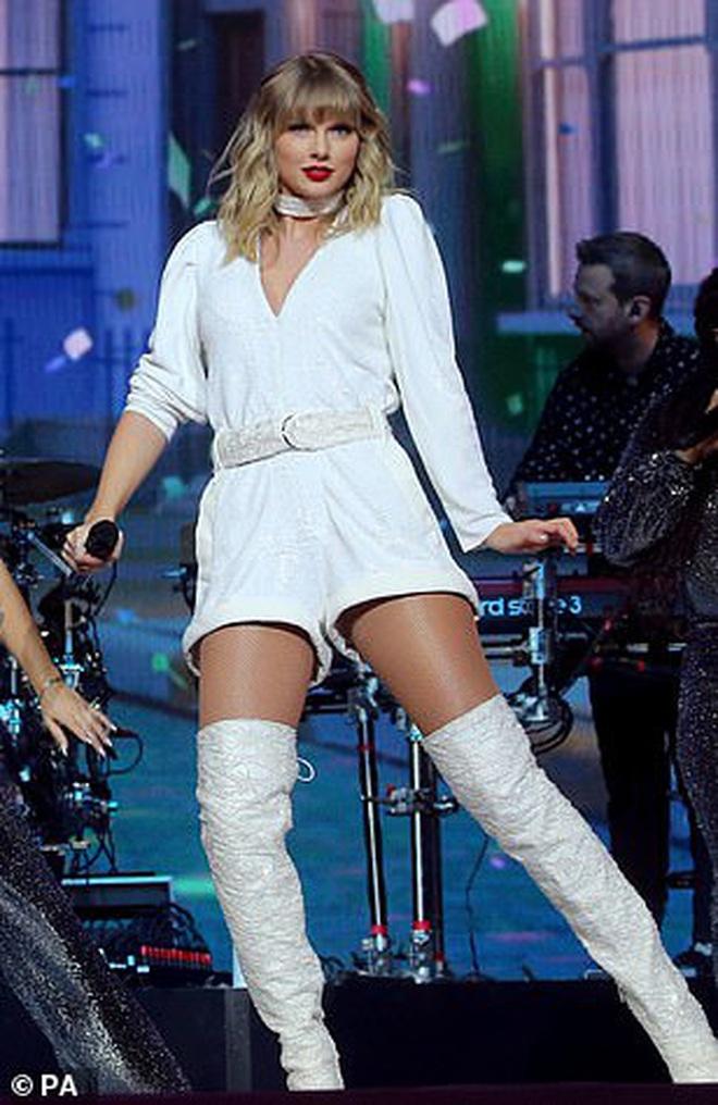 Chị rắn Taylor Swift lên cân trông thấy, cặp đùi tăng size nhưng vòng 1 khủng ngày nào đâu rồi? - ảnh 1