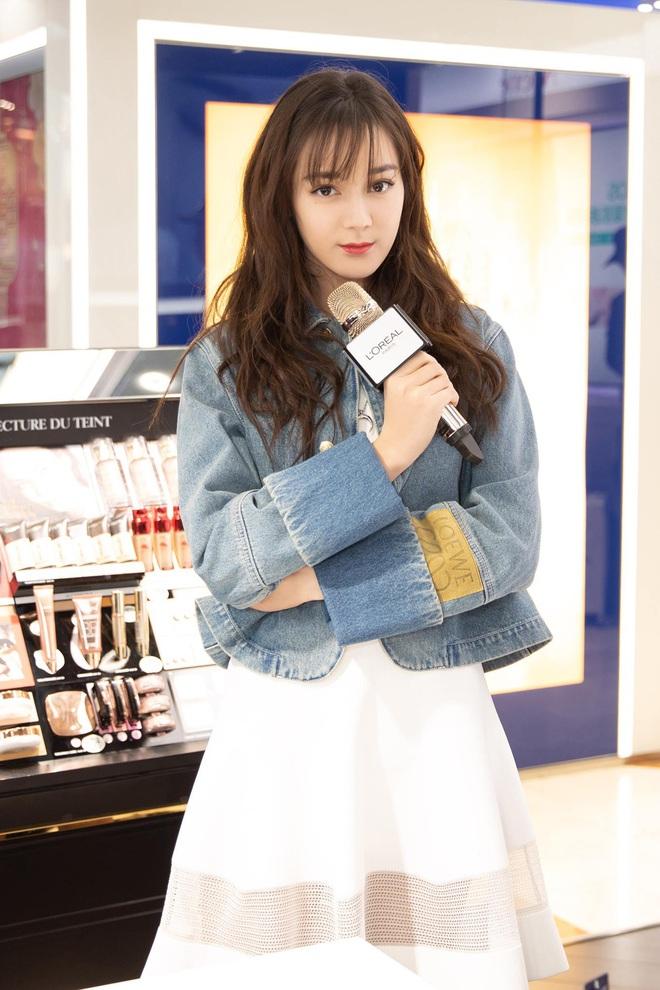 Cùng một chiếc áo khoác 30 triệu VNĐ: Jennie lúc cute xỉu lúc cool ngầu, Địch Lệ Nhiệt Ba lại bánh bèo hết sức - ảnh 7