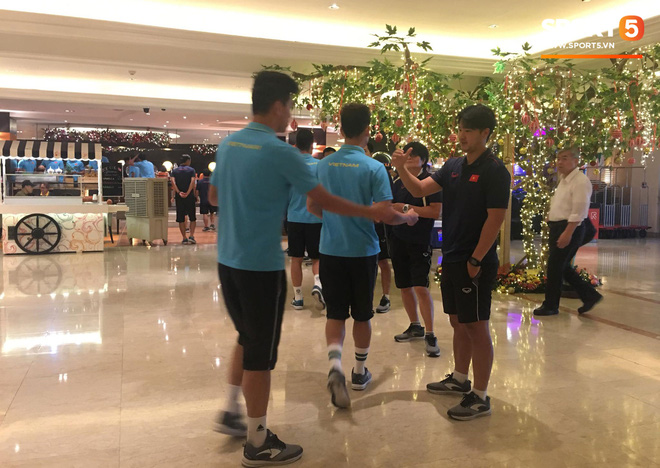 Đội tuyển U22 Việt Nam đã có mặt tại sân, sẵn sàng chinh phục tấm HCV SEA Games - ảnh 1