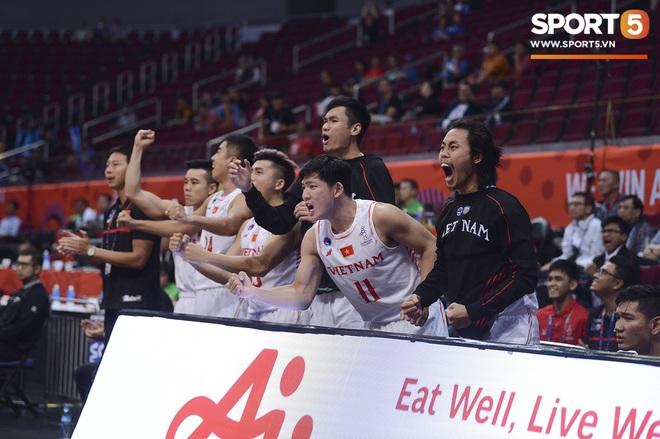 Chùm ảnh: Bật tung cảm xúc khi bóng rổ Việt Nam lần đầu giành tấm huy chương đồng tại SEA Games - ảnh 12
