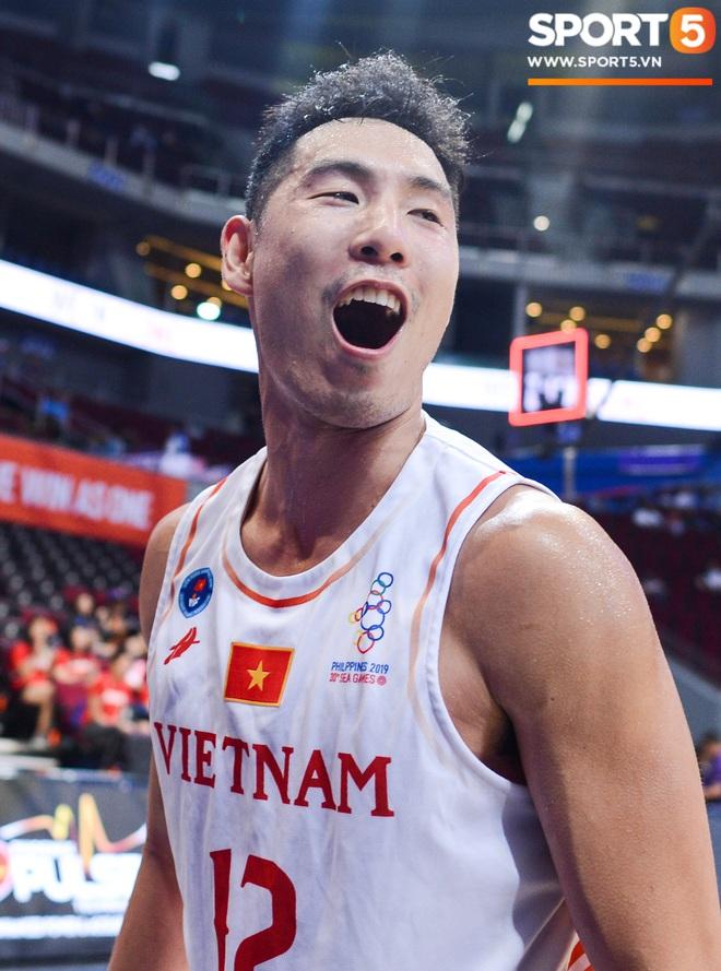 Chùm ảnh: Bật tung cảm xúc khi bóng rổ Việt Nam lần đầu giành tấm huy chương đồng tại SEA Games - ảnh 2