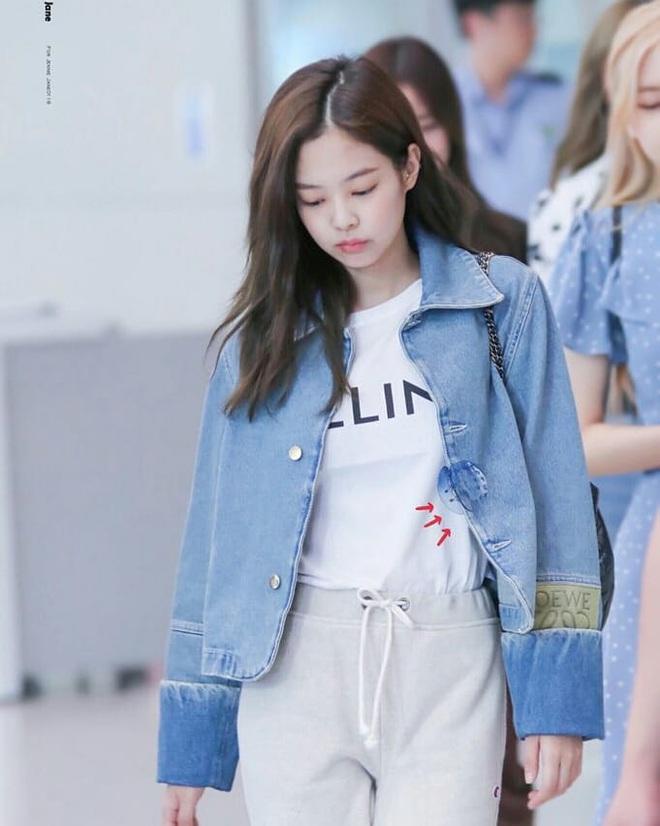 Cùng một chiếc áo khoác 30 triệu VNĐ: Jennie lúc cute xỉu lúc cool ngầu, Địch Lệ Nhiệt Ba lại bánh bèo hết sức - ảnh 6