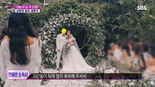 Đám cưới tình cũ Lee Jun Ki gây xôn xao MXH: Váy cưới, trang trí đẹp như cổ tích, thân thế chồng nữ minh tinh được chú ý - ảnh 2