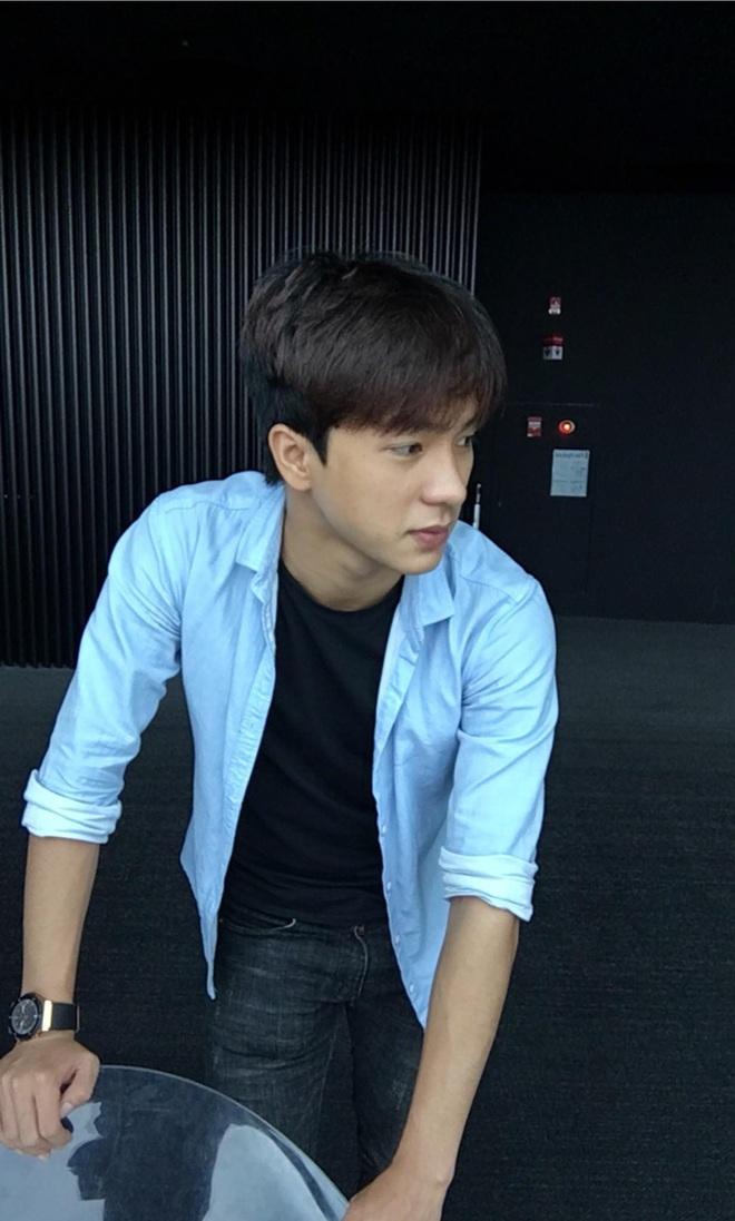 Đi bão mừng Việt Nam chiến thắng, nam sinh nổi rần rần vì quá đẹp trai: Nét mặt giống hệt Lee Min Ho, là du học sinh khá hot tại Hàn! - ảnh 11