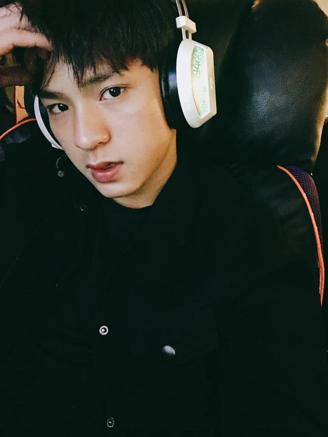 Đi bão mừng Việt Nam chiến thắng, nam sinh nổi rần rần vì quá đẹp trai: Nét mặt giống hệt Lee Min Ho, là du học sinh khá hot tại Hàn! - ảnh 7
