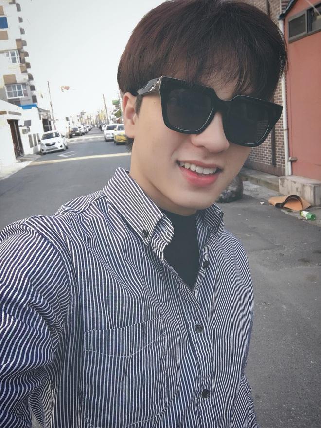 Đi bão mừng Việt Nam chiến thắng, nam sinh nổi rần rần vì quá đẹp trai: Nét mặt giống hệt Lee Min Ho, là du học sinh khá hot tại Hàn! - ảnh 9