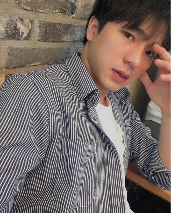 Đi bão mừng Việt Nam chiến thắng, nam sinh nổi rần rần vì quá đẹp trai: Nét mặt giống hệt Lee Min Ho, là du học sinh khá hot tại Hàn! - ảnh 10