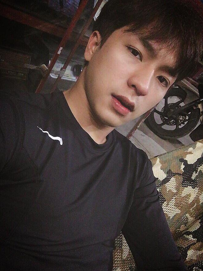 Đi bão mừng Việt Nam chiến thắng, nam sinh nổi rần rần vì quá đẹp trai: Nét mặt giống hệt Lee Min Ho, là du học sinh khá hot tại Hàn! - ảnh 5