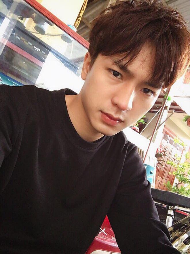 Đi bão mừng Việt Nam chiến thắng, nam sinh nổi rần rần vì quá đẹp trai: Nét mặt giống hệt Lee Min Ho, là du học sinh khá hot tại Hàn! - ảnh 6