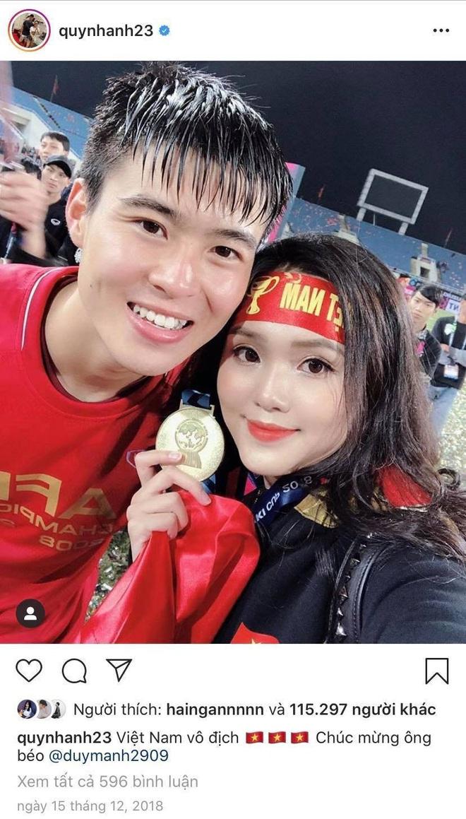 Đoàn Văn Hậu đeo huy chương vàng cho bạn gái hệt như couple Duy Mạnh - Quỳnh Anh: Đã vô địch lại còn có tình yêu đẹp, hoàn hảo quá rồi! - ảnh 2