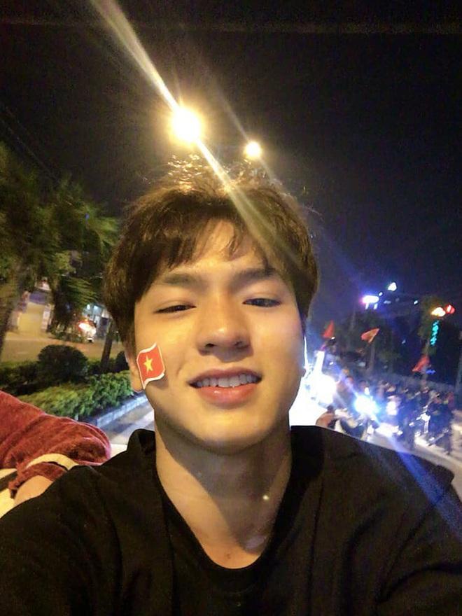 Đi bão mừng Việt Nam chiến thắng, nam sinh nổi rần rần vì quá đẹp trai: Nét mặt giống hệt Lee Min Ho, là du học sinh khá hot tại Hàn! - ảnh 3