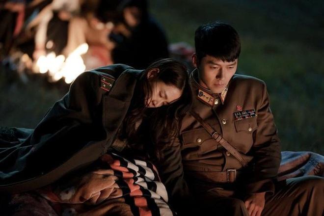 Chị đẹp Son Ye Jin hấp tấp dẫm phải mìn làm Hyun Bin đứng tim ở preview Crash Landing On You - Ảnh 5.