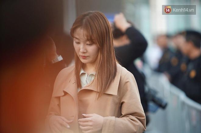 Nữ phóng viên xinh đẹp của đài MBC Hàn Quốc chiếm spotlight khi đưa tin trực tiếp về đoàn thể thao Việt Nam tại sân bay Nội Bài - ảnh 5