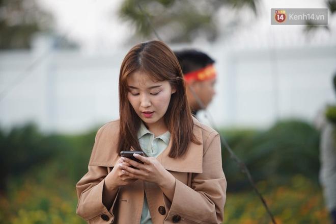Nữ phóng viên xinh đẹp của đài MBC Hàn Quốc chiếm spotlight khi đưa tin trực tiếp về đoàn thể thao Việt Nam tại sân bay Nội Bài - ảnh 4