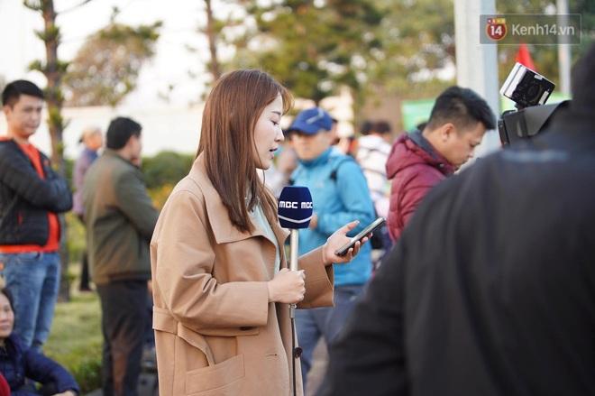 Nữ phóng viên xinh đẹp của đài MBC Hàn Quốc chiếm spotlight khi đưa tin trực tiếp về đoàn thể thao Việt Nam tại sân bay Nội Bài - ảnh 3