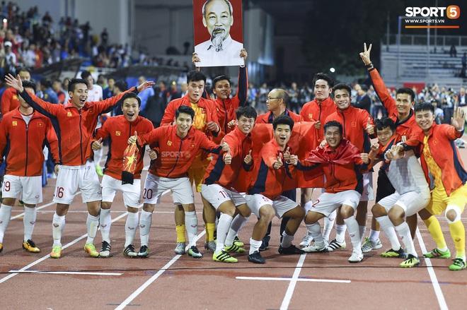Lần đầu tiên, đoàn thể thao Việt Nam đứng trên Thái Lan kết thúc SEA Games với vị trí thứ hai trên bảng tổng sắp huy chương - ảnh 1