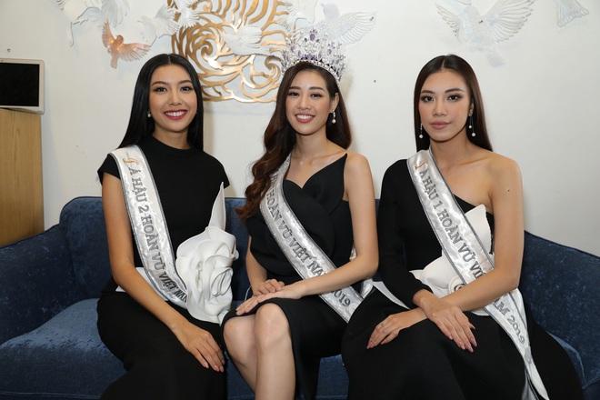 Livestream hậu trường phỏng vấn Top 3 Hoa hậu Hoàn Vũ: Khánh Vân, Kim Duyên, Thúy Vân nói về chiến thắng của U22! - ảnh 1