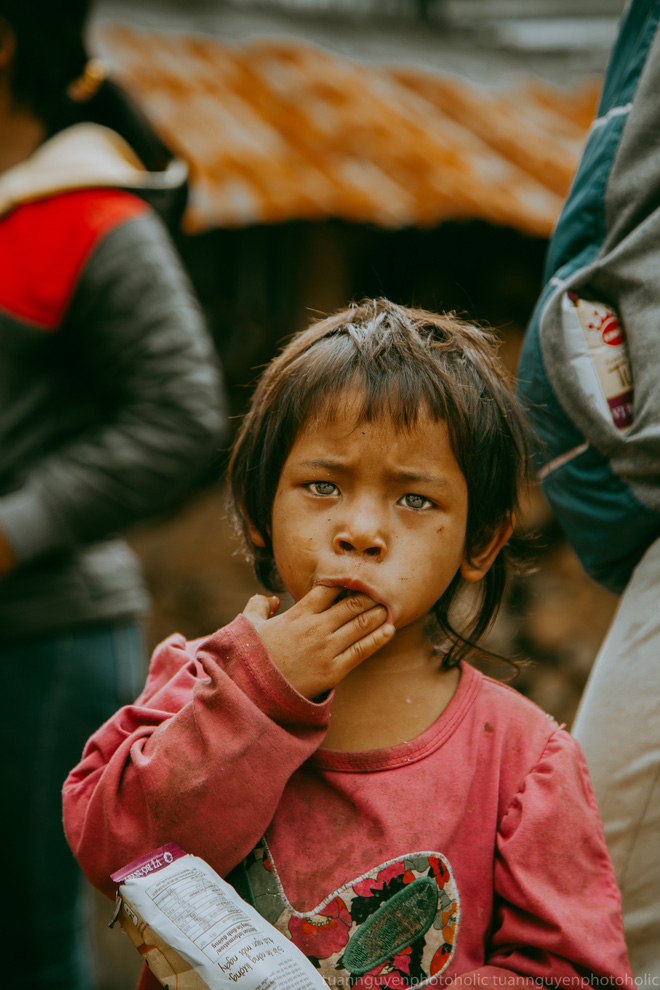Dân mạng chia sẻ hình ảnh bé trai lấm lem, khóc nức nở khi nhận bánh mì từ thiện khiến nhiều người nghẹn ngào - ảnh 8