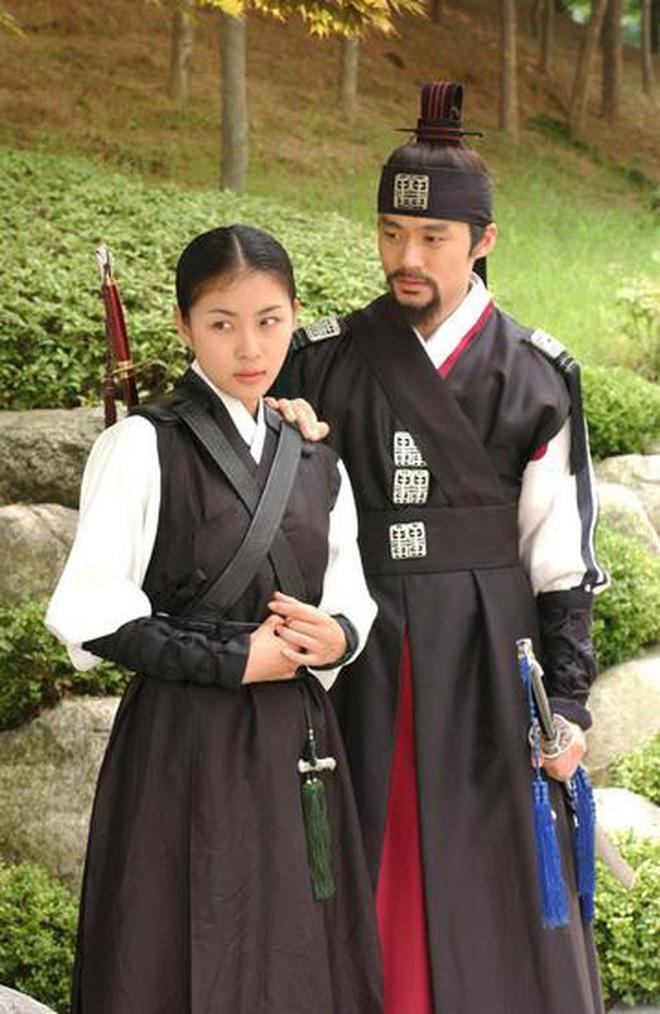 8 phim nhất định phải xem nếu trót mê Hoàng Hậu Ki Ha Ji Won: Từ đả nữ đến gái ngành chị đại không ngán vai nào! - ảnh 10