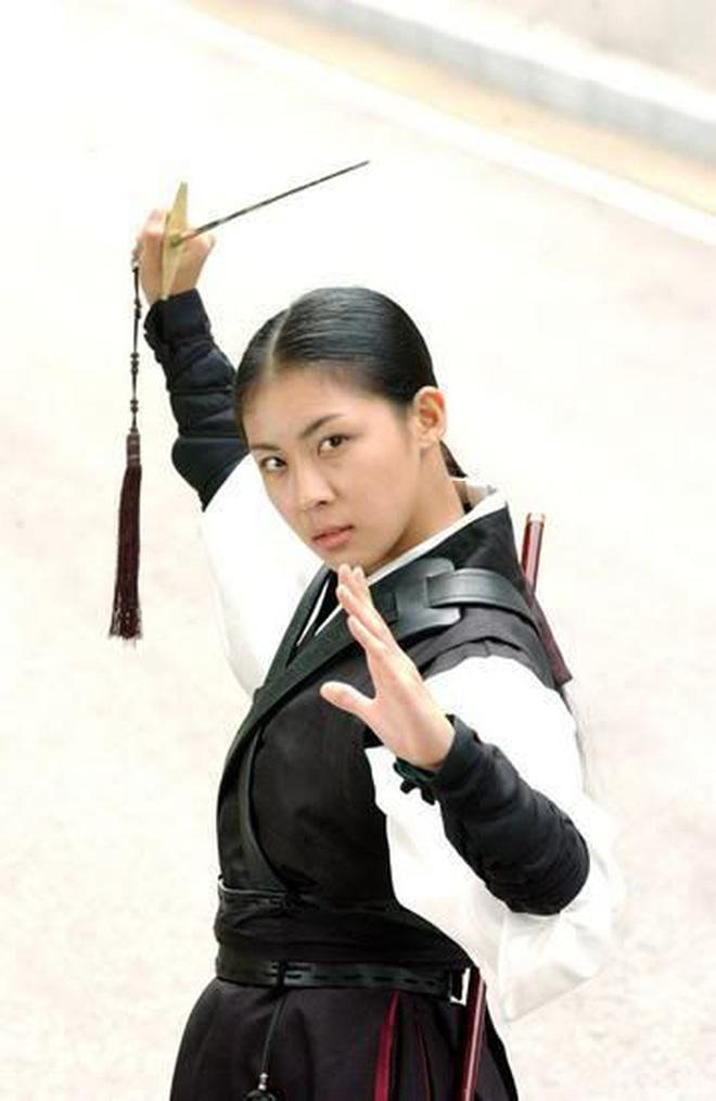 8 phim nhất định phải xem nếu trót mê Hoàng Hậu Ki Ha Ji Won: Từ đả nữ đến gái ngành chị đại không ngán vai nào! - ảnh 11