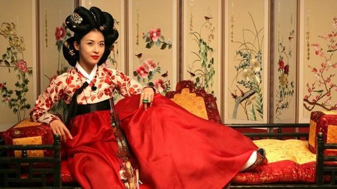 8 phim nhất định phải xem nếu trót mê Hoàng Hậu Ki Ha Ji Won: Từ đả nữ đến gái ngành chị đại không ngán vai nào! - ảnh 15